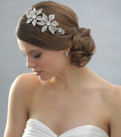 Вчимося робити весільні зачіски: відео